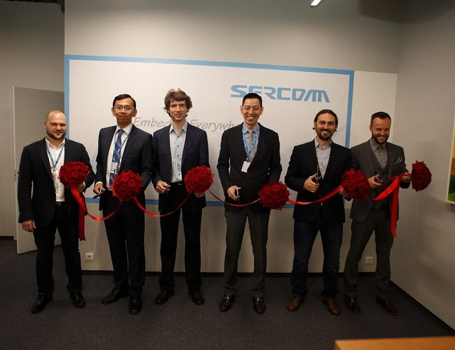 На фото в центре: президент и генеральный директор Sercomm Corporation Джеймс Ванг.  Автор фото: Максим Гармонов