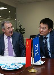 Глава ZTE в странах СНГ Сюэ Бинь и старший вице-президент корпорации по РФ Тигран Погосян