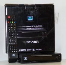 """Запустив новые тарифы и систему дистрибуции компания """"НТВ-Плюс"""" в 2014 г. представила абонентам новый спутниковый ресивер OHS 1740V, выпущенный южнокорейской компанией OpenTech (на фото). Эта модель, являясь, по сути, бюджетным вариантом, имела функции приемников Hi-End класса, в частности: запись в текущий или запланированный момент времени, воспроизведение телепередач с перемоткой, отложенный просмотр и др. Ресивер поддерживает стандарты сжатия видеоизображения MPEG-2,4 и звука MPEG-1,2, благодаря чему пр"""